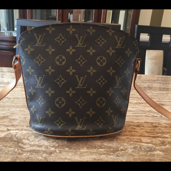d3ef15ce34d4 Louis Vuitton Handbags - Authentic LV( Louis Vuitton) Drouot crossbody bag